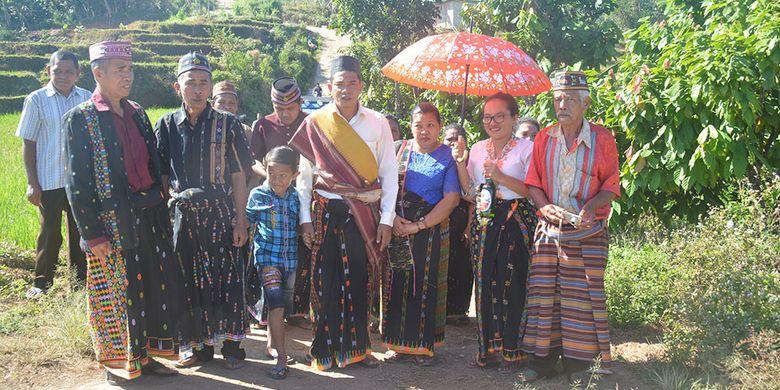 Ritual Gerep Rugha Manuk merupakan warisan leluhur Uku Besi Wajur-Kolang yang harus di laksanakan bagi pengantin baru dalam sistem perkawinan Patrilineal, Kamis (11/7/2019).
