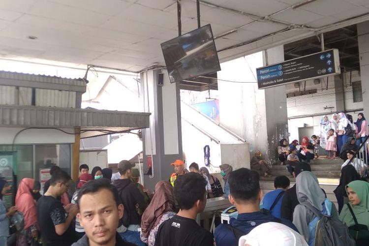Suasana di Stasiun Depok, Minggu (4/8/2019)