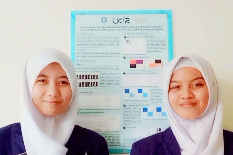 Azizah Auliani Rahma bersama Sona Regina Salsabila selaku siswi dari SMAN 1 Yogyakarta menciptakan kecerdasan buatan untuk deteksi kanker payudara.