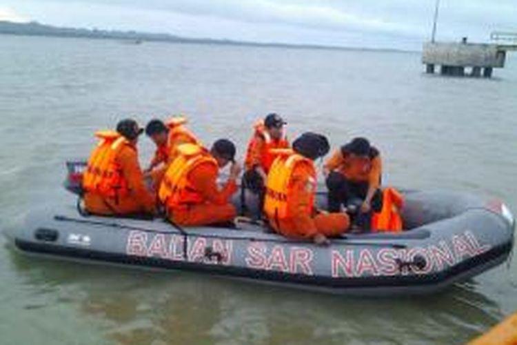 Tim Basarnas Nunukan melakukan pencarian siswi SMPN 1 Tulin Onsoi yang terjun ke dalam sungai yang berarus deras. Belum diketahui pasti penyebab Meliana mengakhiri hidup dengan terjun ke sungai.