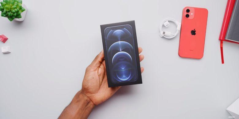 Desain kotak kemasan iPhone 12 Pro