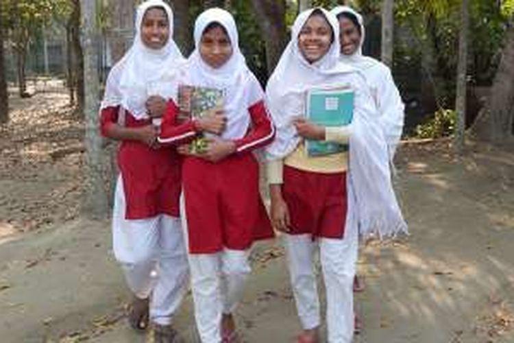 Anak-anak perempuan Bangladesh yang mengikuti BALIKA Project.