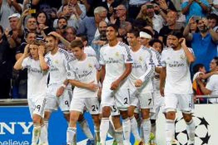 Para pemain Real Madrid saat merayakan gol Cristiano Ronaldo ke gawang FC Kopenhagen pada matchday kedua Grup B Liga Champions di Santiago Bernabeu, Rabu atau Kamis (3/10/2013). Madrid menang 4-0 pada laga tersebut.