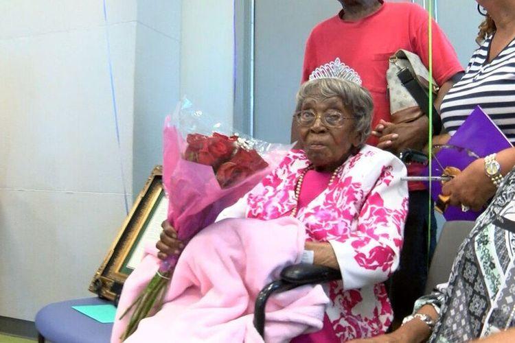 Orang tertua di Amerika Serikat (AS), Hester Ford, saat merayakan ulang tahun ke-115. Dia meninggal dunia pada Sabtu (17/4/2021) dalam usia 116 tahun.