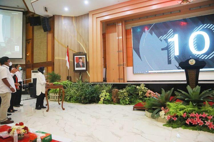 Menteri Sosial (Mensos) Tri Rismaharini saat meluncurkan aplikasi e-Performance di Gedung Aneka Bhakti, Jakarta, Senin (10/5/2021).
