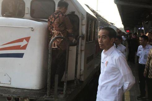 Tinjau Mudik Lebaran di Stasiun Senen, Jokowi Nostalgia Masa Muda