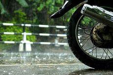 Pria Gangguan Jiwa Tawarkan Jasa Menyeberangkan Sepeda Motor, Ini Akibatnya