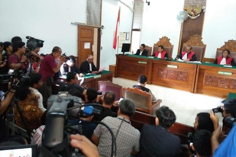 Sidang Perdana Kasus Perusakan Alat Bukti Dengan Terdakwa Joko Driyono di Pengadilan Negeri Jakarta Selatan, Senin (6/5/2019)