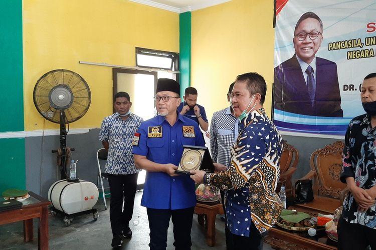 Wakil Ketua MPR Zulkifli Hasan (Baju Biru) Saat Kunjungan ke Gunungkidul Senin (16/11/2020)