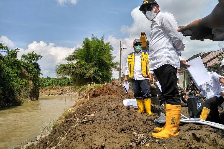 Menteri Pekerjaan Umum dan Perumahan Rakyat (PUPR), Basuki Hadimuljono mengatakan, pihaknya akan membangunkan rumah susun (rusun) dan apartemen bagi masyarakat di bantaran sungai yang ingin pindah.