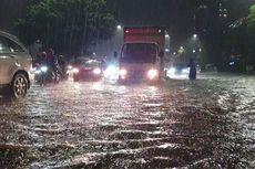 Jalan DI Panjaitan Tergenang Air Akibat Hujan Deras, Arus Lalu Lintas Macet