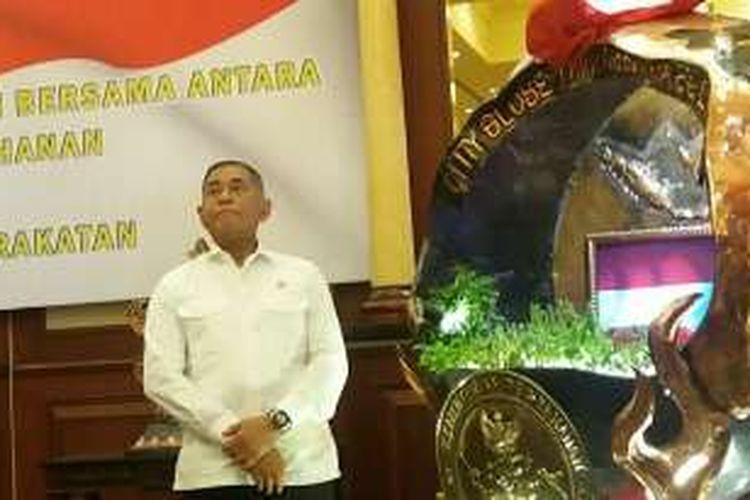 Menteri Pertahanan Ryamizard Ryacudu di Aula Bhineka Tunggal Ika, Kementerian Pertahanan, Jakarta Pusat, Jumat (12/2/2016)