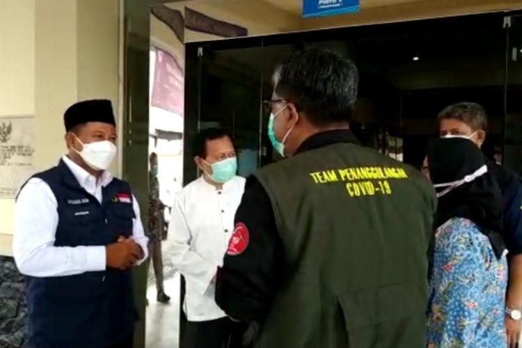 Wakil Gubernur Jawa Barat Uu Ruzhanul Ulum mengecek langsung RSUD Soekardjo Kota Tasikmalaya yang overload pasien Covid-19, Kamis (24/6/2021).