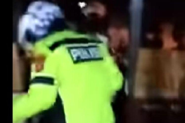 Seorang Polantas diduga ambil paksa sepeda motor di bengkel karena berknalpot racing dan mati pajak