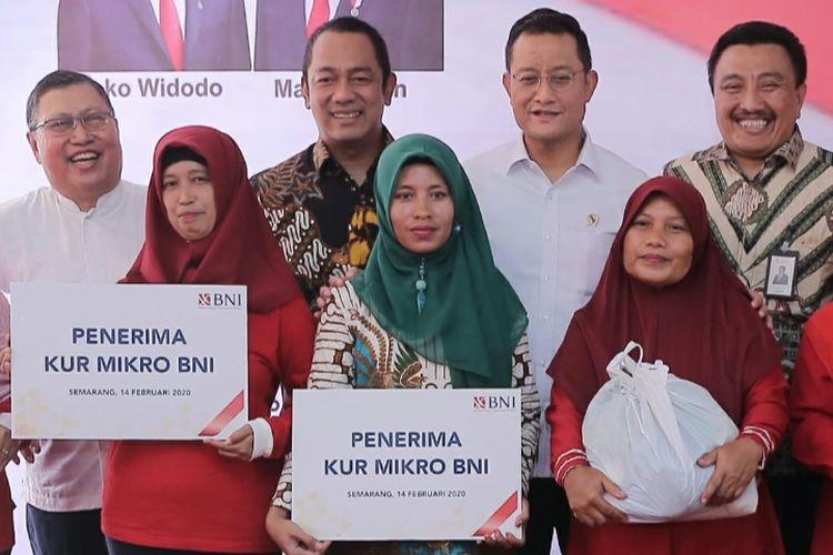 Hendrar Prihadi saat mendampingi Menteri Sosial (Mensos) Juliari Batubara dalam kunjungan kerjanya di Kota Semarang.