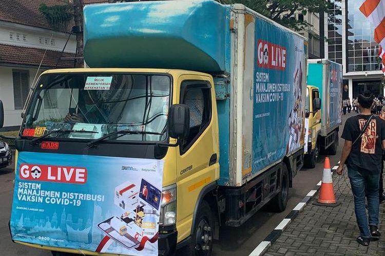 Truk berisi vaksin Covid-19 merek Sinovac saat berangkat dari Bandung menuju 12 provinsi di Indonesia.