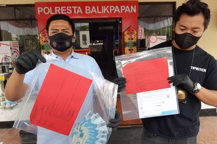 Satreskrim Polresta Balikpapan saat memberikan keterangan pers perihal pemalsuan hasil PCR di Balikpapan, Kaltim, Selasa (3/8/2021).