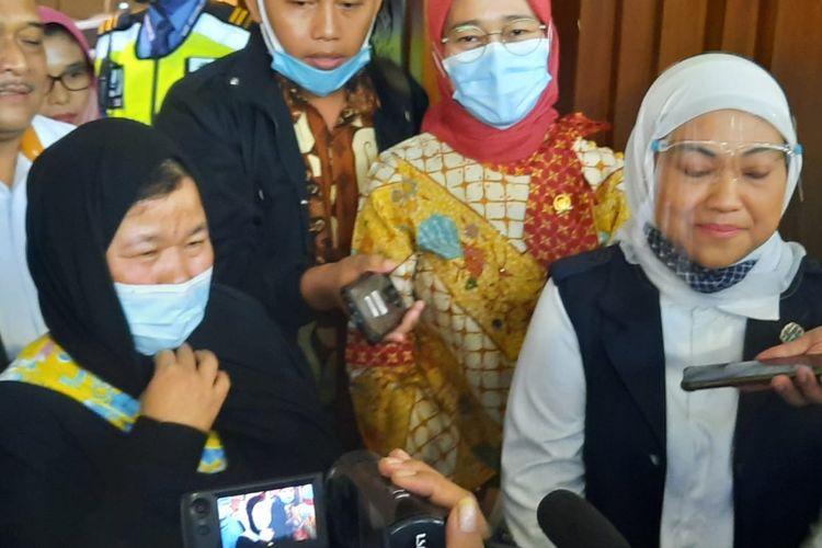 Menteri Ketenagakerjaan Ida Fauziyah menyambut Pekerja Migran Indonesia (PMI) dari Arab Saudi yang telah berhasil lolos dari jeratan hukuman mati di Bandara Internasional Soekarno Hatta, Cengkareng, Senin (6/7/2020) sore.