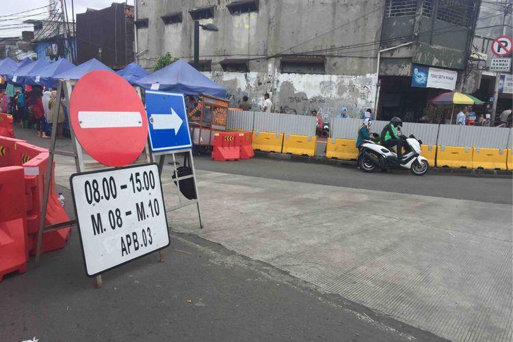 Angkot trayek M08, M09, dan M10 diperbolehkan melintas di Jalan Jatibaru Raya di depan Stasiun Tanah Abang pukul 15.00-08.00 Wib, Sabtu (3/2/2018).