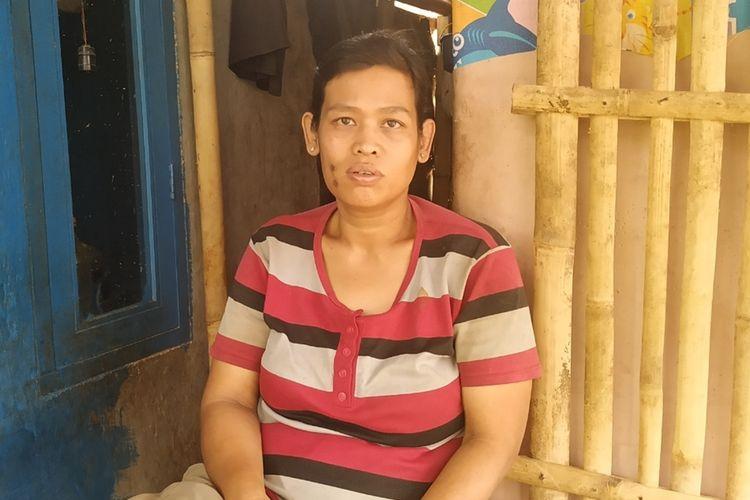 Sri Yuliganti (38) ibu kandung NP bocah korban pemerkosaa dan pembunuhan saat di rumah kontrakannya di Keluranan Jayamekar, Kecamatan Baros, Sukabumi, Jawa Barat, Jumat (27/9/2019)