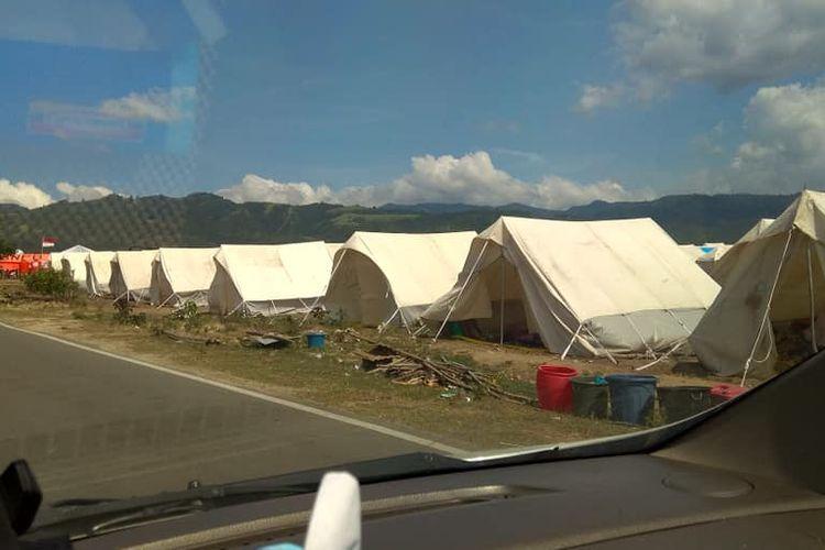 Deretan tenda di Petobo