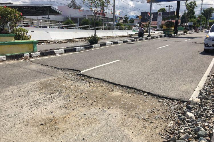 Tim Satgas Bencana Gempa dan Tsunami Palu-Sigi-Donggala Ditjen Bina Marga Kemen PUPR bersama 7 Badan Usaha Milik Negara (BUMN) kontruksi yang berfungsi sebagai kontraktor memulihkan berbagai jalan dan jembatan di Sulawesi Tengah