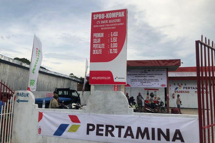 Masyarakat Distrik Ayamaru Utara, Papua Barat menikmati BBM satu harga.