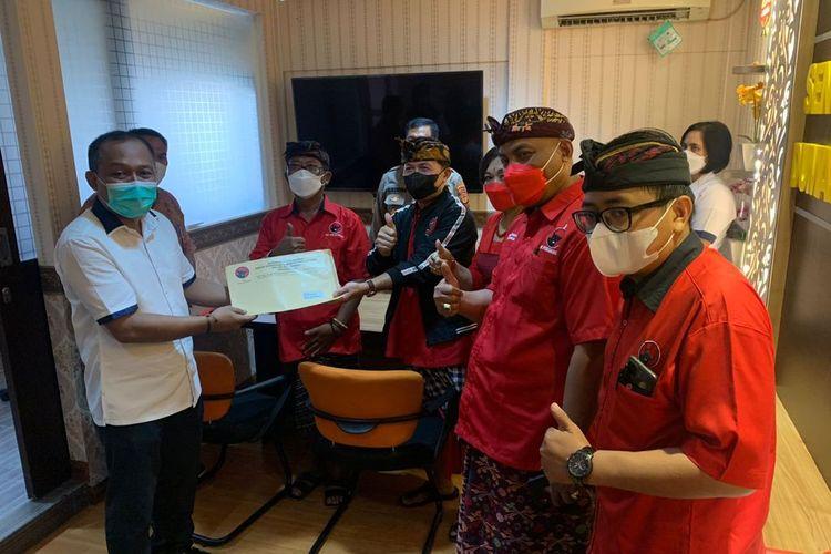 DPD PDIP Bali saat menyerahkan laporan terkait hoaks Megawati Meninggal Dunia ke Direskrimsus Polda Bali