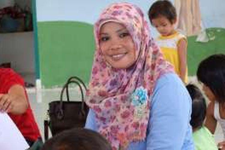 Mantan TKI yang menjadi guru Bahasa Inggris di perdesaan Pangkalan Kerinci, Sarifah.