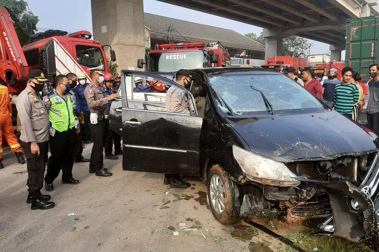 Evakuasi mobil di Kalimalang, Bekasi (tepatnya Sumber Artha Kalimalang), Jumat (10/7/2020).
