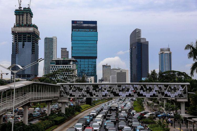 JPO Dukuh Atas yang baru dibangun untuk menghubungkan JPO Dukuh Atas sisi timur dan halte transjakarta Dukuh Atas 2 di Jakarta Pusat, Jumat (25/1/2018).