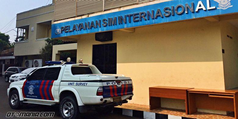 SIM Internasional di Korp Lalu Lintas Polri Bid Regident Subbid Pegemudi bagian SIM Internasional yang ada di Jl Letjen MT Haryono, Kav 37-38, Jakarta Timur.