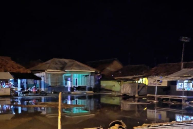 Banjir rob di Desa Cemarajaya pada Rabu (3/6/2020) malam