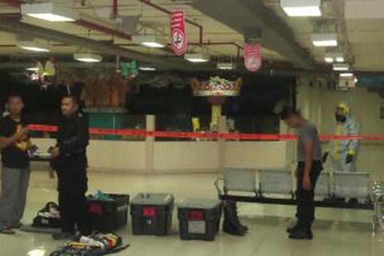 Polisi tengah melakukan penyelidikan terhadap letupan di ITC Depok, Senin (23/2/2015).