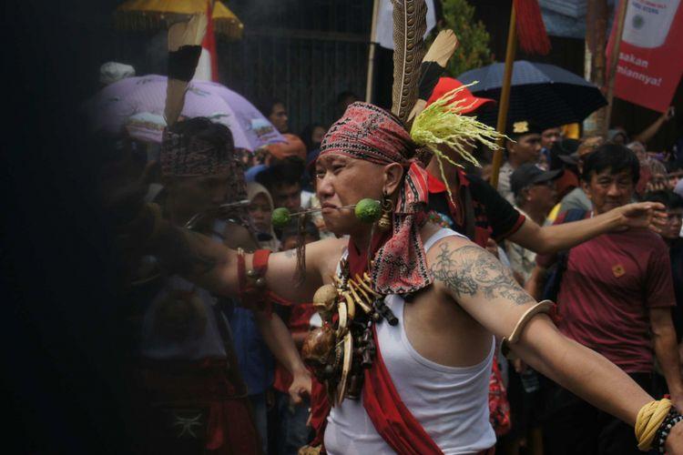 Salah satu tampilan kirab budaya Cap Go Meh yang mengusung tema keberagaman dan persatuan Indonesia, Minggu (11/3/2018)