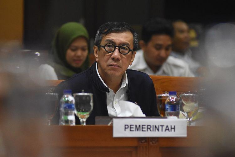 Menteri Hukum dan HAM Yasonna Laoly mengikuti Rapat Kerja dengan Komisi III DPR di Kompleks Parlemen, Senayan, Jakarta, Selasa (17/9/2019). Rapat kerja membahas pengambilan keputusan tingkat satu mengenai RUU Pemasyarakatan yang direvisi dari UU Nomor 12 Tahun 1995. ANTARA FOTO/Indrianto Eko Suwarso/ama.