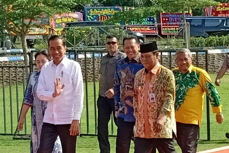 Presiden Jokowi tiba di arena utama peringatan HPN 2020 di Kota Banjarbaru, Kalsel, Sabtu (8/2/2020).