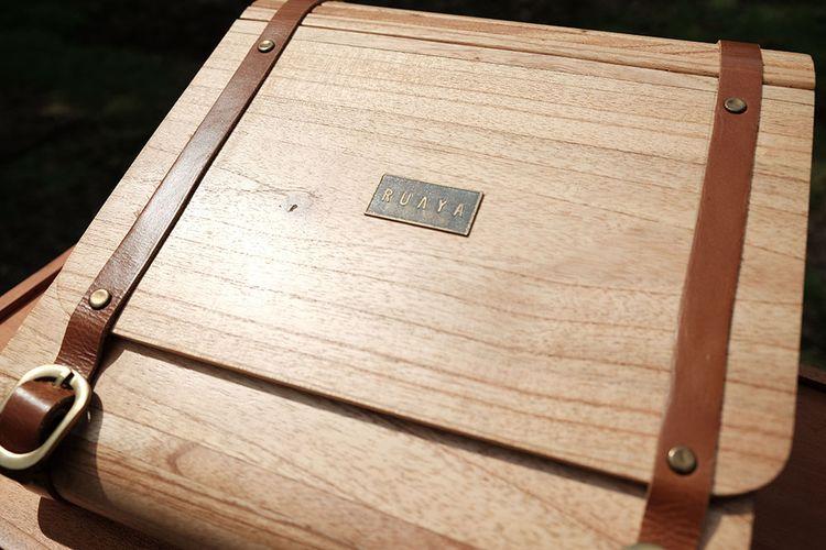 Produk tas berbahan dasar kayu dari Ruaya.