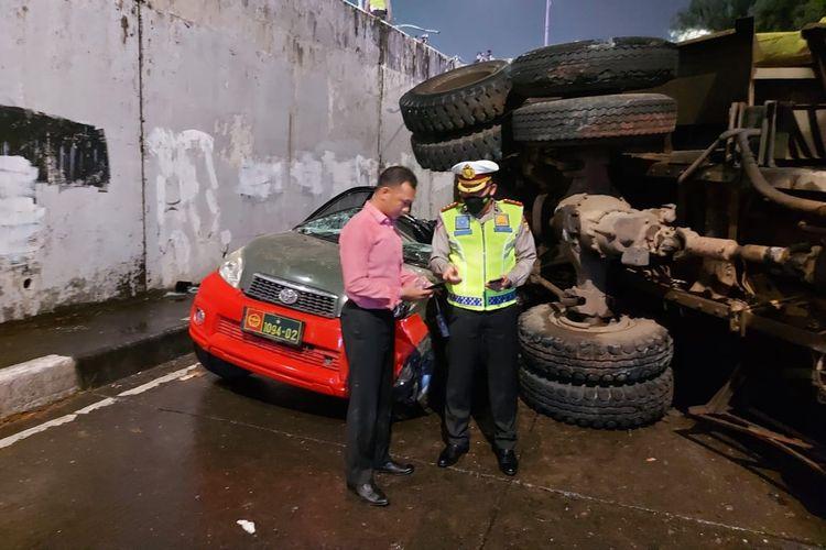 Direktur Lalu Lintas Polda Metro Jaya, Kombes Pol Sambodo Purnomo Yogo meninjau langsung kecelakaan yang terjadi di Jalan Gelora II, Tanah Abang, Jakarta Pusat pada Sabtu (27/3/2021) malam.