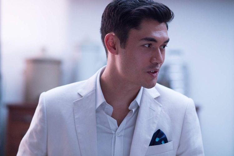 Artis peran Henry Golding dalam film Crazy Rich Asians keluaran Warner Bros.
