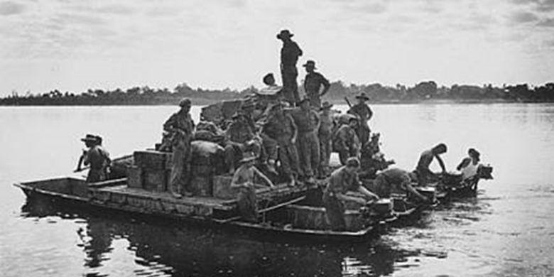 Salah satu literasi contoh di masa lampau, terkait perahu yang ditemukan di aliran Bengawan Solo di Desa Mertani, Kecamatan Karanggeneng, Lamongan.