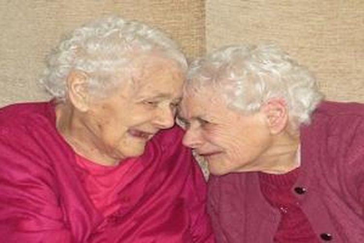 Florence dan Gleny resmi menjadi pasangan kembar identik tertua di dunia