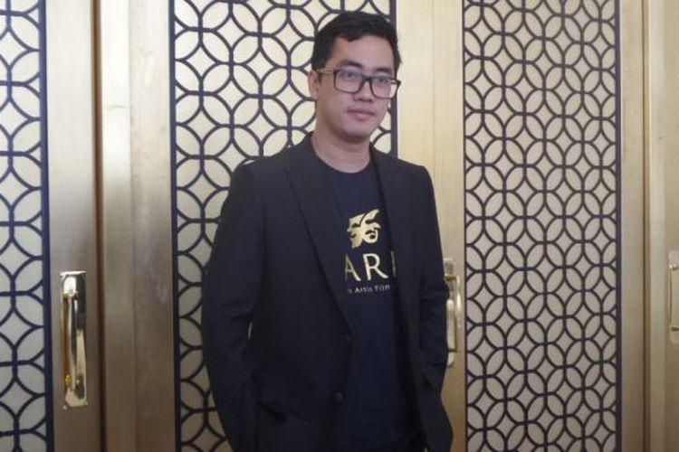 Dennis Adhiswara difoto sehabis pelantikan Pengurus Besar Parfi 56 di Four Seasons Hotel, Jakarta Selatan, Senin (24/10/2016).