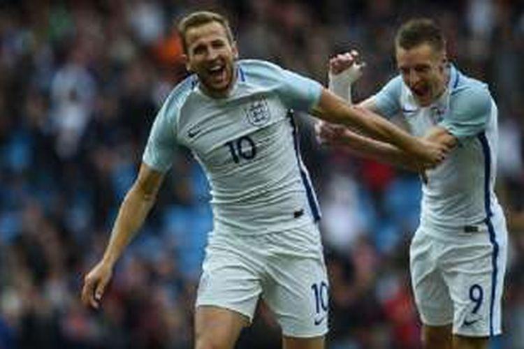 Jamie Vardy merayakan gol Inggris ke gawang Turki yang dicetak oleh Harry Kane di Stadion Etihad, Minggu (22/5/2016).