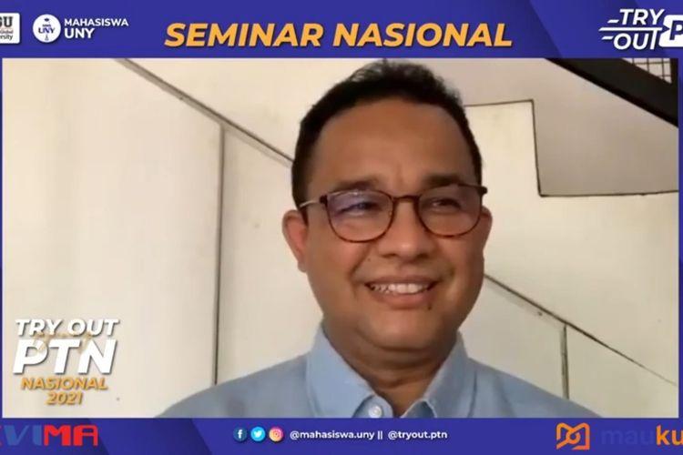 Gubernur DKI Anies Baswedan saat menjadi pembicara dalam seminar nasional 'Pejuang PTN' yang diadakan mahasiswa Universitas Negeri Yogyakarta dan Komunitas Sevima, Senin (12/4/2021).