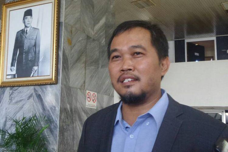 Koordinator Masyarakat Anti Korupsi Indonesia (MAKI) Boyamin Saiman di Kompleks Parlemen, Senayan, Jakarta, Jumat (9/6/2017).