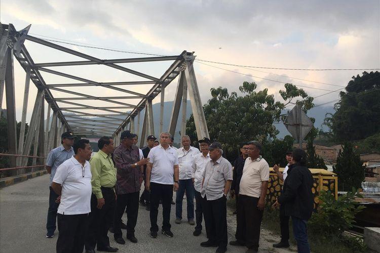 Menteri PUPR Basuki Hadimuljono saat meninjau sejumlah lokasi di kawasan Danau Toba, Sumatera Utara, Minggu (28/7/2019).