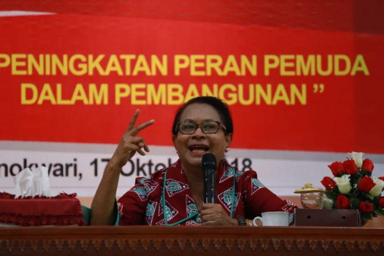 Menteri PPPA Yohana Yembise saat memberi kuliah umum di Universitas Papua (Unipa) Manokwari, Papua Barat, Rabu (17/10/2018).