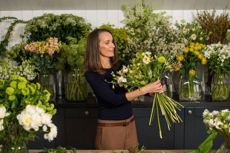 3 Cara Mudah Buat Bunga Terlihat Menawan di Rumah