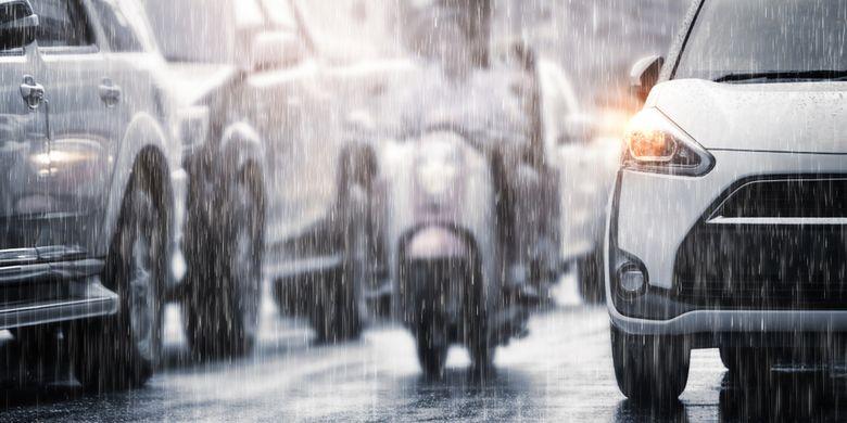 Ilustrasi hujan lebat, cuaca ekstrem akibat dampak siklon tropis Seroja. Badai Seroja masih berpotensi memengaruhi cuaca di Indonesia, dari hujan lebat hingga gelombang tinggi.